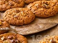 Рецепта Класически лесни сладки ореховки с белтъци и пудра захар